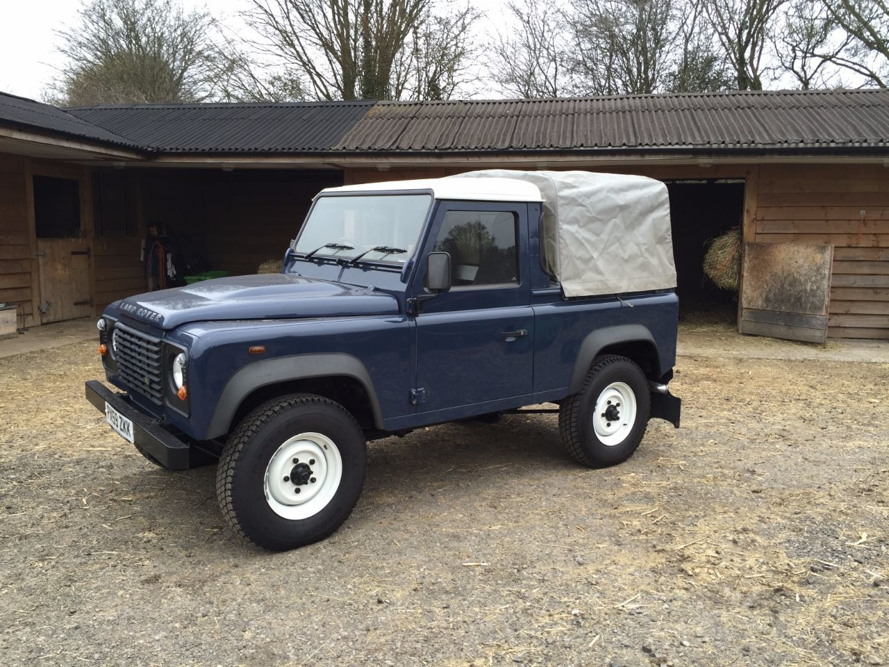 used land rover defender pickup tdci for sale in gloucester gloucestershire gloucester landrover. Black Bedroom Furniture Sets. Home Design Ideas