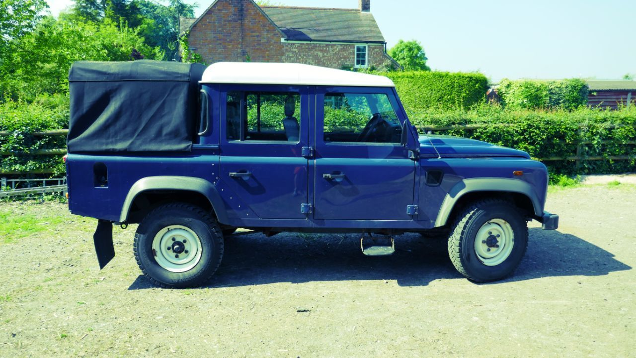 used land rover defender double cab pickup tdci 22 for sale in gloucester gloucestershire. Black Bedroom Furniture Sets. Home Design Ideas